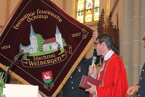 Consecrating the flag of Ochtrup