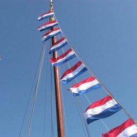 flag chain on pole