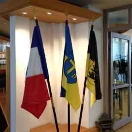 roomflags fanned out on three-fold roomstand