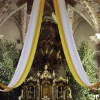 Nahaufnahme des weiß-gelben Dekorationstuchs