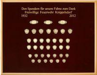 Spendertafel der FFW von Knippelsdorf auf rotem Samt für die Fahne von 2012