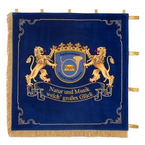 Standard of hunting horn players with elaborately embroidered lions, holding the club crest