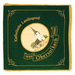 Vereinsfahne Katholische Landjugend mit Ortsbild im Oval und Schriftband