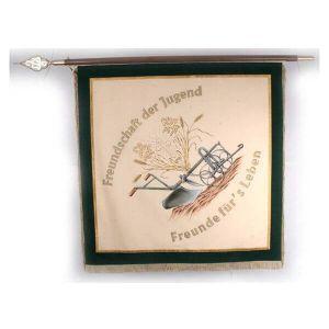 Vereinsfahne KLJB mit Spruch zu Freundschaft und schönen ländlichen Motiven