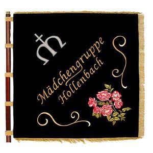 Vereinsfahne einer Mädchengruppe mit schönem Blumenmotiv