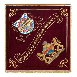 Vereinsfahne eines Schaustellers aus Ostbayern mit Löwenmotiv und Vereinsemblem