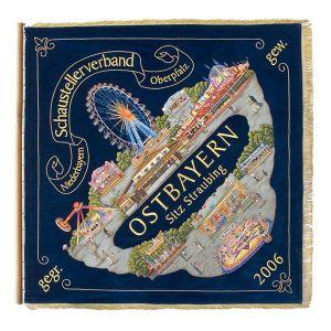 Verbandsfahne der Schausteller Niederbayern und Oberpfalz in äußerst aufwändiger Stickerei