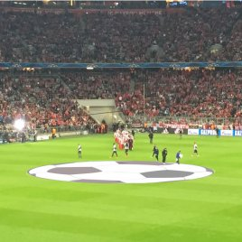 Mittelkreisplane in Fußballform